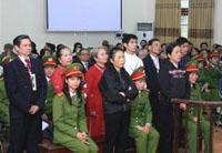 Các giáo dân Thái Hà tại phiên tòa sơ thẩm hôm 8-12-2008. Hình: Vietcatholic