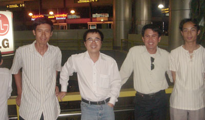 Từ trái sang phải: Ngô Quỳnh, Lê Quốc Quân, Phạm Văn Trội, một người bạn