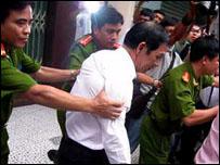 Huỳnh Ngọc Sỹ bị bắt giam ngày 12-2-2009
