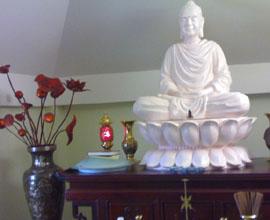 Bàn thờ Phật ở từng thứ tư.