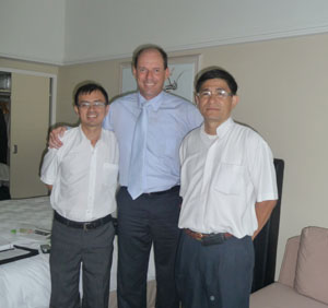 Dân biểu Luke Simpkins tiếp xúc với LS Lê Trần Luật và Mục sư Nguyễn Hồng Quang